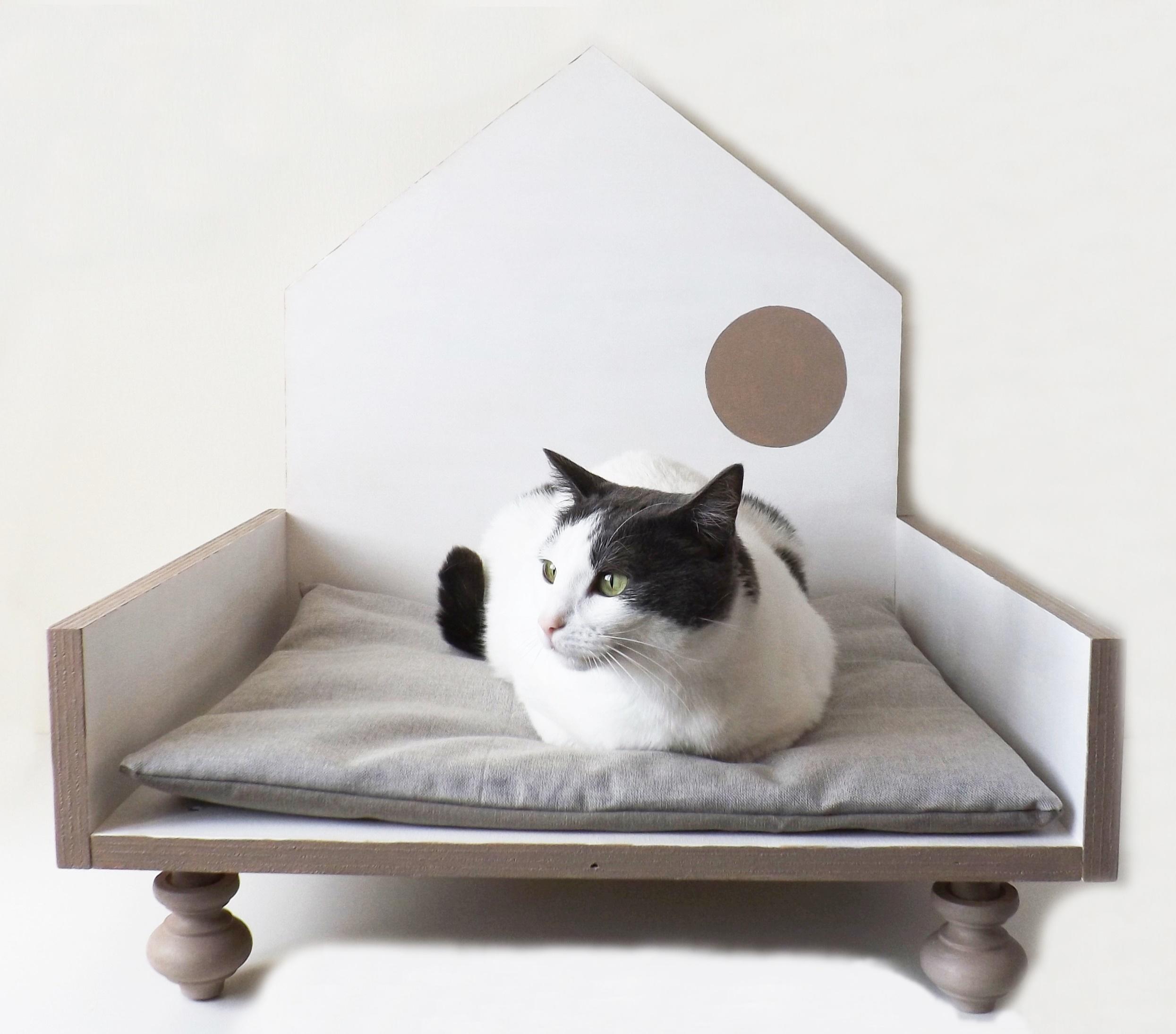 Cucce Design Per Cani cuccia di design in legno per gatti e cani di taglia piccola _ pois bianco  e grigio talpa